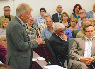 Jean-Claude Gobé, leader of Action Laval, questions the mayor during the most recent city council meeting.