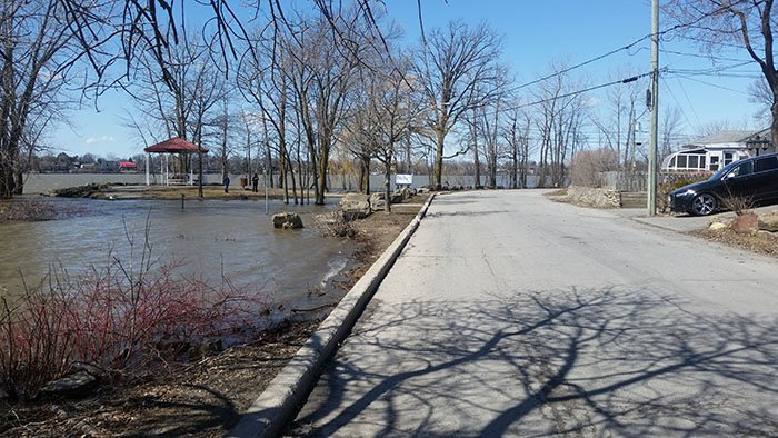 Cautious watch for flooding in Laval-Ouest