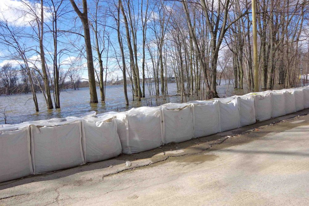 Flood preps continue in Laval-Ouest