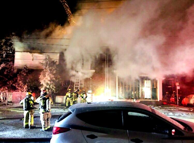 Laval firefighters battle blaze in Pont-Viau